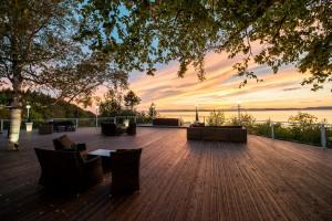 Terrasse coucher de soleil - Auberge de la Pointe